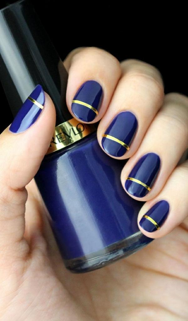 schlichtes nageldesign fingernägel bilder schlichte nägel blau goldstreife