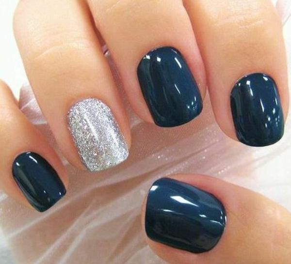 schlichtes nageldesign fingernägel bilder schlichte nägel dunkelblau silber