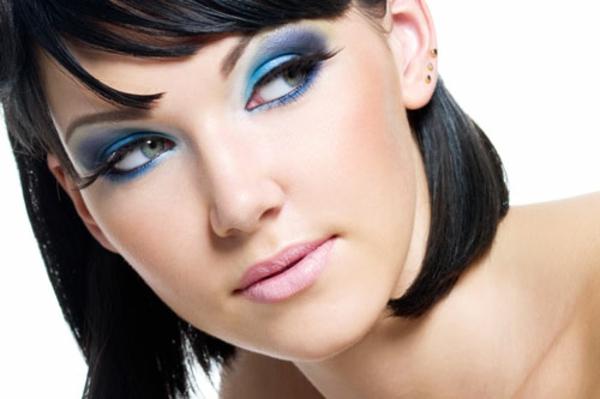 schminktipps schwarz haare augen natürliches make up blau