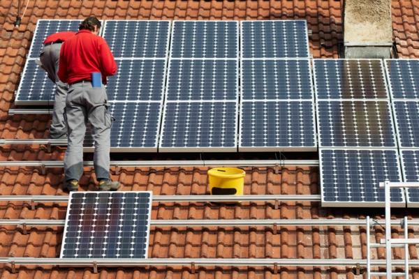 solaranlage und photovoltaik dach arbeit