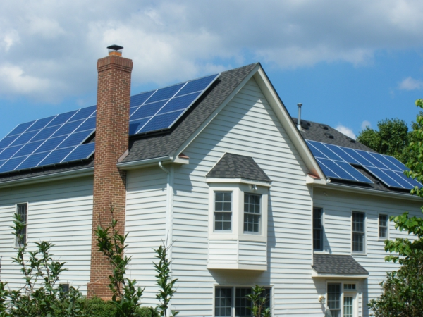 solaranlage photovoltaik dach traditionell