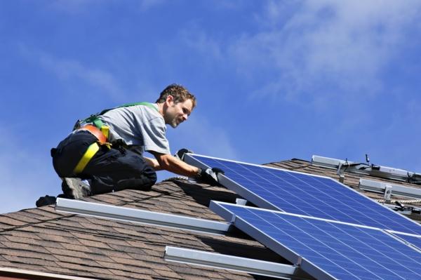 solaranlage und photovoltaik dachpaneele