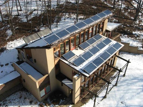 solaranlage und photovoltaik gebäude nachhaltig