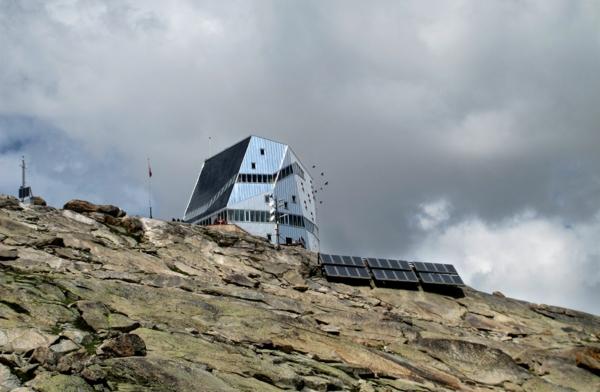 solaranlage und photovoltaik hang