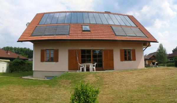 solaranlage photovoltaik haus dach