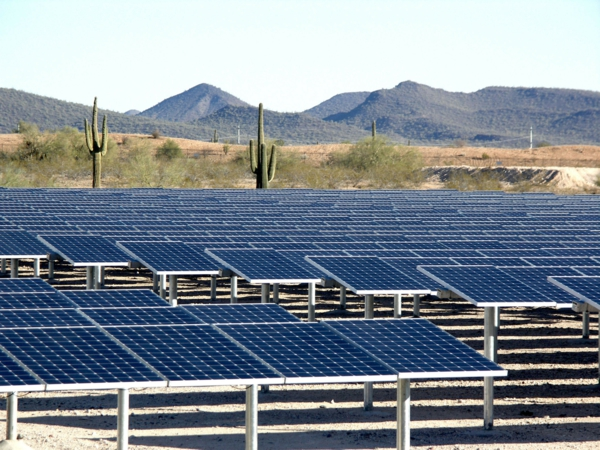solaranlage und photovoltaik wüste berge