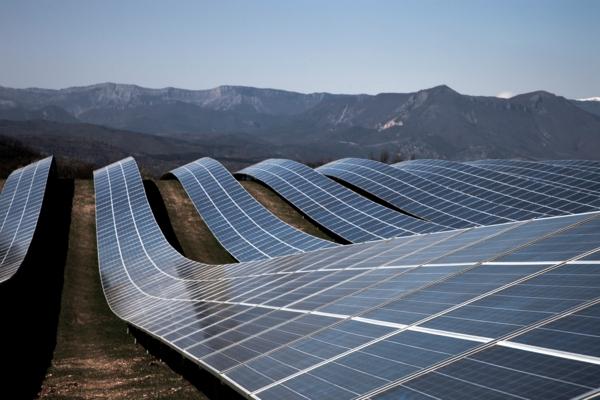 solaranlage und photovoltaik geschwungene formen