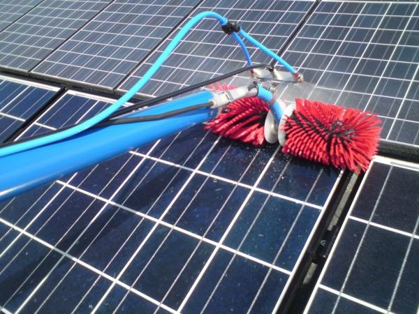 solaranlage und photovoltaik putzen