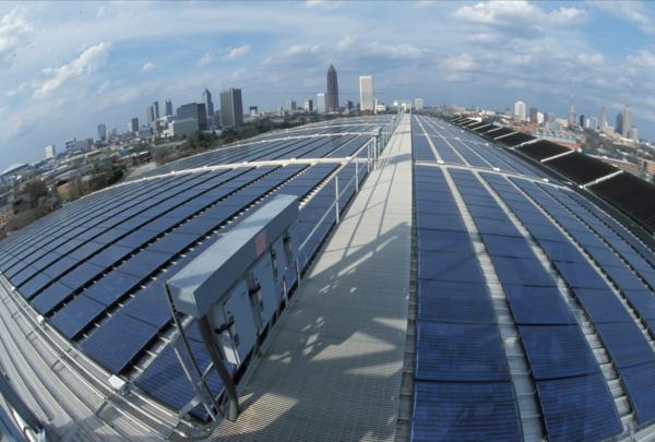 solaranlage und photovoltaik stadtblick