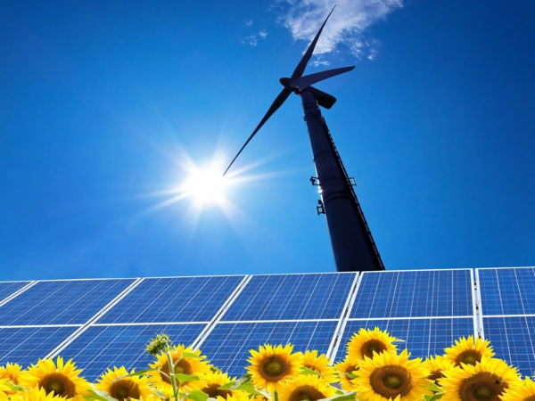 solaranlage und photovoltaik windrad sonnenblumen