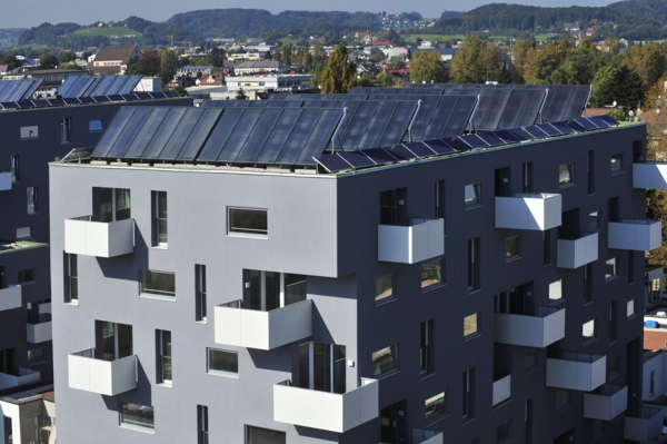 solaranlage und photovoltaik wohnblock
