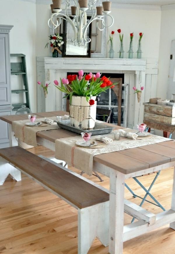 tisch dekoriren tischdeko ideen mit tulpen esszimmertisch mit stühlen