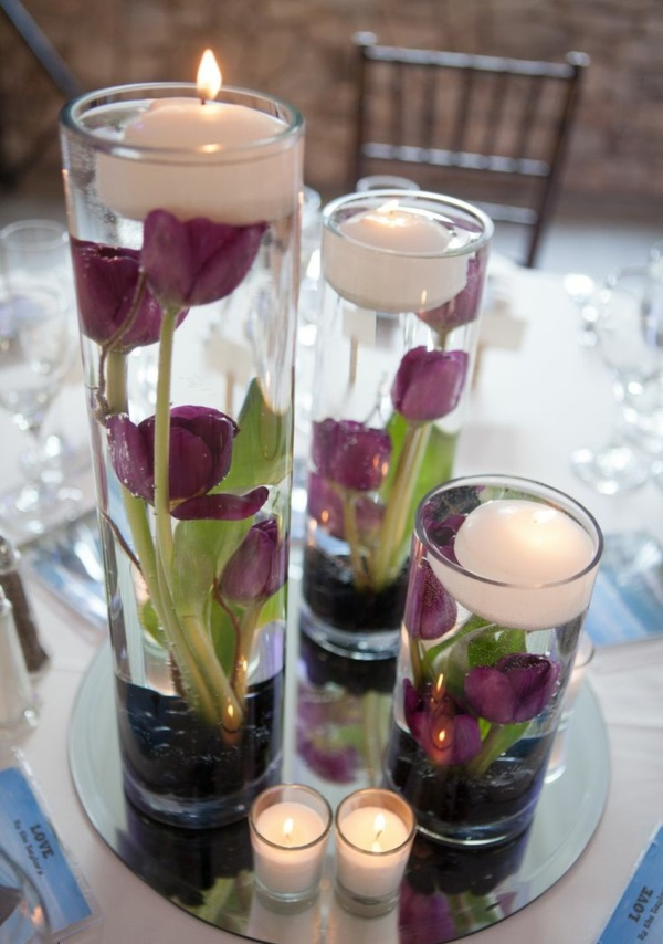 tischdeko mit tulpen glasvasen voll wasser