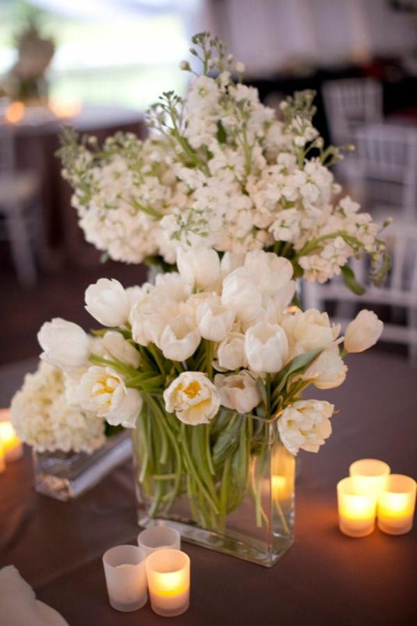 tischdeko mit tulpen und teelichtern weiß gartenparty
