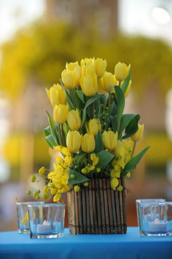 tischdeko rustikal tischdeko mit gelben tulpen gartenparty