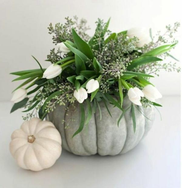 tischdeko rustikal tischdeko mit tulpen und kürbissen weiß