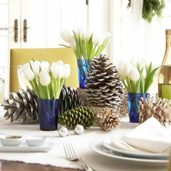 tischdeko rustikal weihnachtsdeko ideen tannenzapfen tulpen