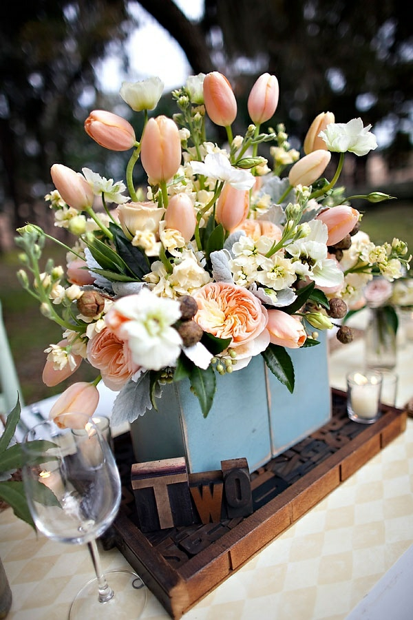 tischdeko selber machen gartenparty blumen arrangieren tulpen