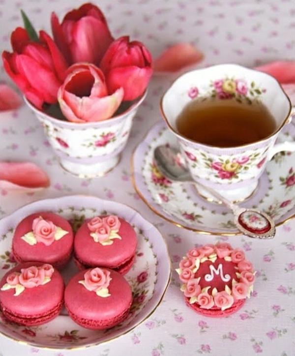 tischdeko selber machen tee trinken rote tulpen