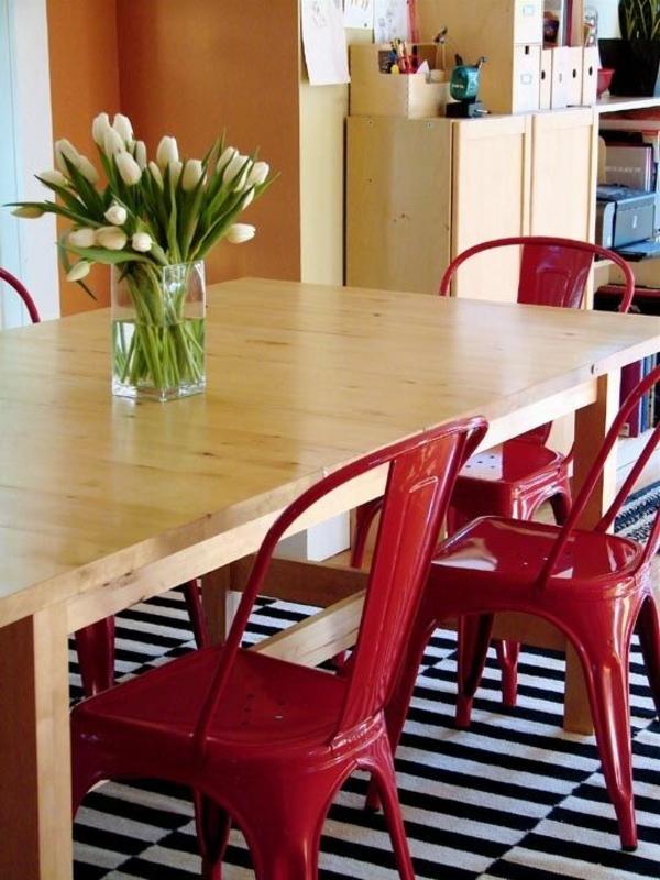 tische dekorieren vase mit tulpen esszimmertisch mit stühlen