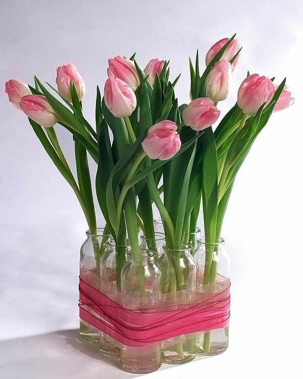 tische dekorieren tischdeko mit tulpen blumengestecke selber machen