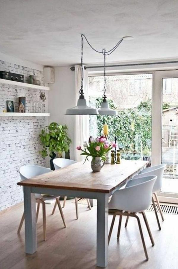 tische dekoriren tischdeko mit tulpen esszimmertisch mit stühlen