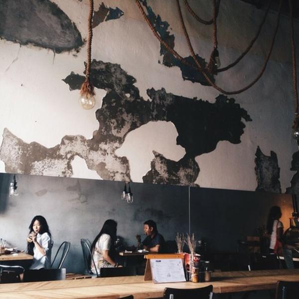 Graue Gestaltung Von Dem Flur Mit Wanddeko Bilderrahmen: Bringen Sie Die Kunst Nach Hause Durch Tolle Wandgestaltung