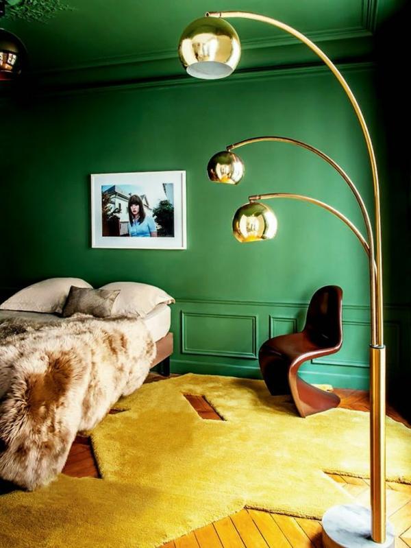wandfarbe in grün farbideen wandgestaltung stehlampe gelb