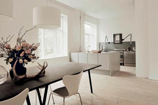 Wohnzimmer violett streichen ~ dayoop.com