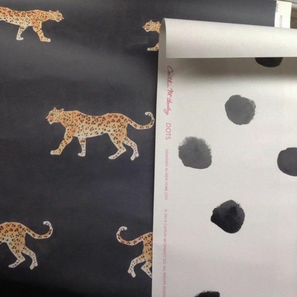 Mustertapeten Richtig Tapezieren : Die Streifen, welche Sie abschneiden, sollten etwas l?nger als die