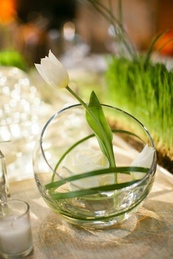 weiße tulpe festliche tischdeko ideen in glassphäre