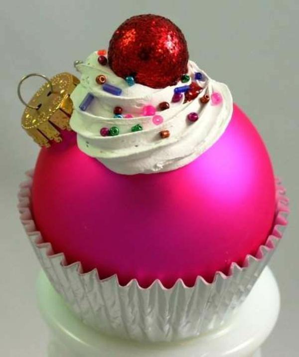 weihnachtsbasteleien weihnachtskugeln pink törtchen