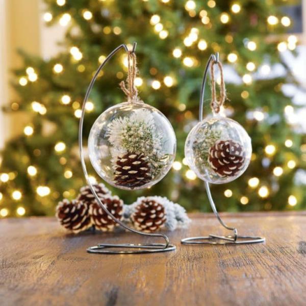 weihnachtsbastelideen weihnachtsdekoration basteln tannenzapfen metallständer
