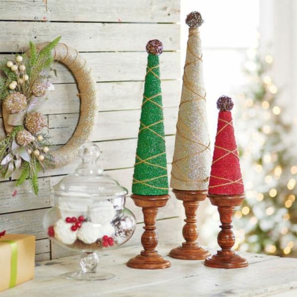 weihnachtsbastelideen weihnachtsdekoration basteln weihnachtsbaum pappe holzständer