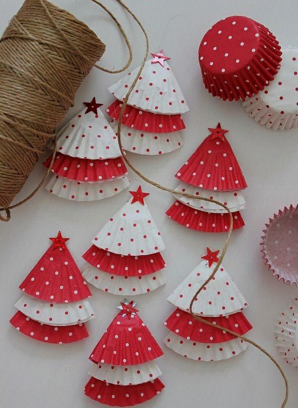 weihnachtsbastelleien weihnachtsdeko basteln tanne farbiges törtchenpapier