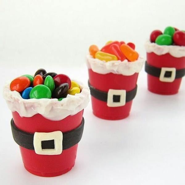 weihnachtsbasteln mit kindern blumentopf rot streichen dekorieren bastelideen für weihnachten