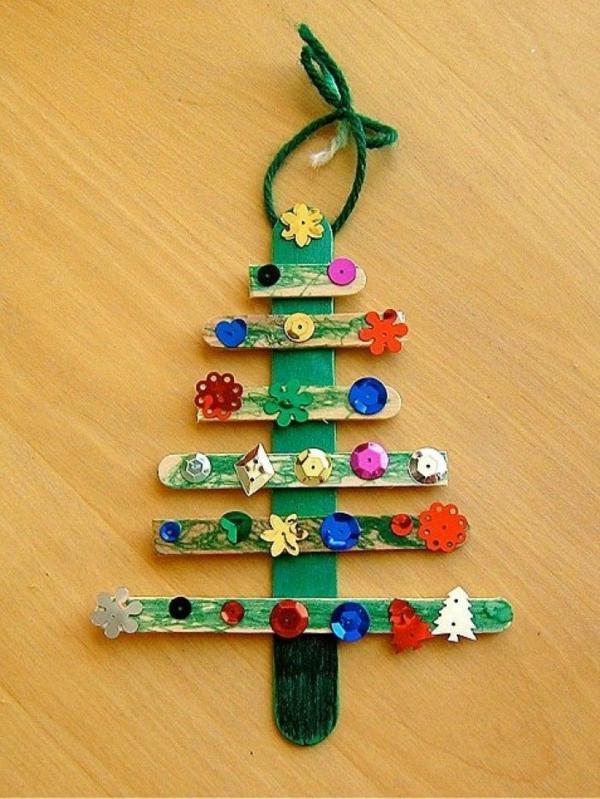 weihnachtsbasteln mit kindern weihnachtsbaum holzstäbchen schmuckperlen