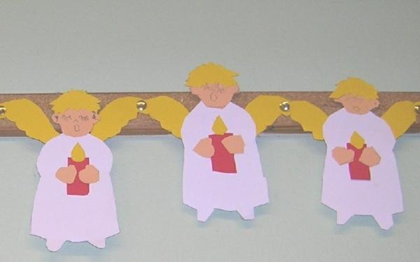 weihnachtsbasteln mit kindern weihnachtskette ängelchen basteln mit papier