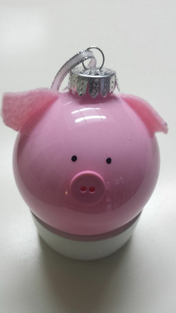 weihnachtsbasteln mit kindern weihnachtskugel rosa schweinchen