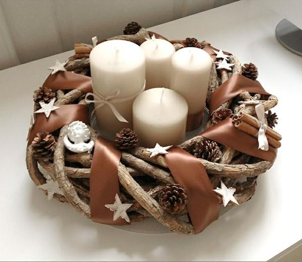 weihnachtsdeko bastelideen türkranz tannenzapfen kerzen