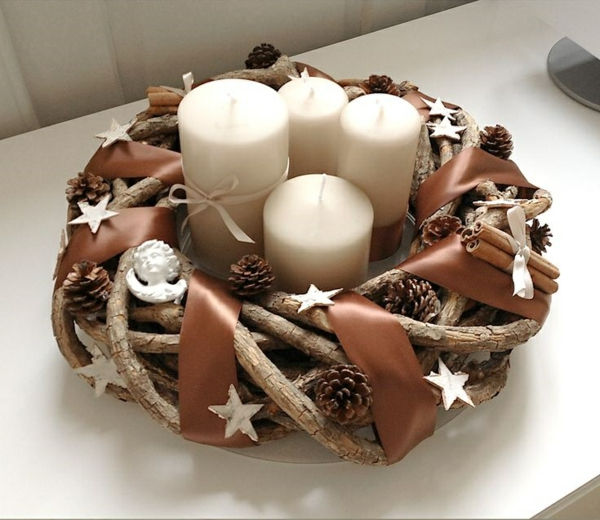1001 adventskranz ideen und bilder f r ihre weihnachtsdeko for Weihnachtsdeko mit tannenzapfen