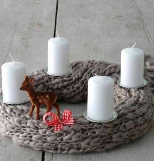 weihnachtsdeko basteln kranz gestrickt strickideen deko mit kerzen