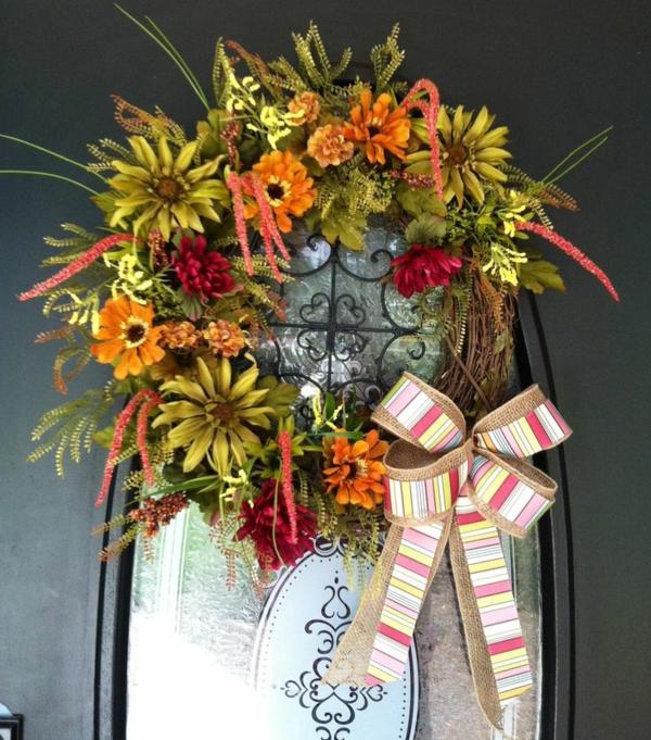 weihnachtsdeko basteln türkranz herbstblumen schleife
