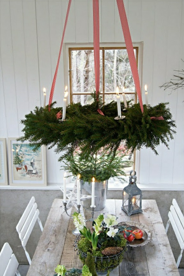 weihnachtsdeko-basteln-türkranz-weihnachten-tischdeko-ideen