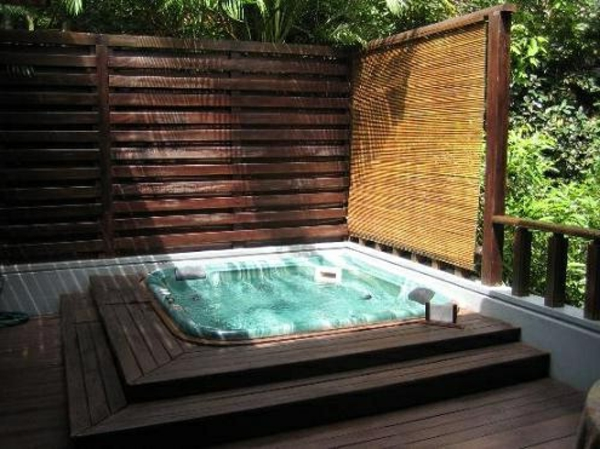 outdoor whirlpool tubs whirlpool im garten gnnen sie sich diese besonde art. Black Bedroom Furniture Sets. Home Design Ideas