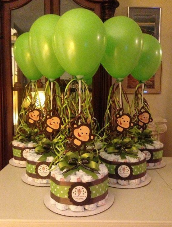 windeltorte basteln anleitung babygeschenke geburt ballons grün