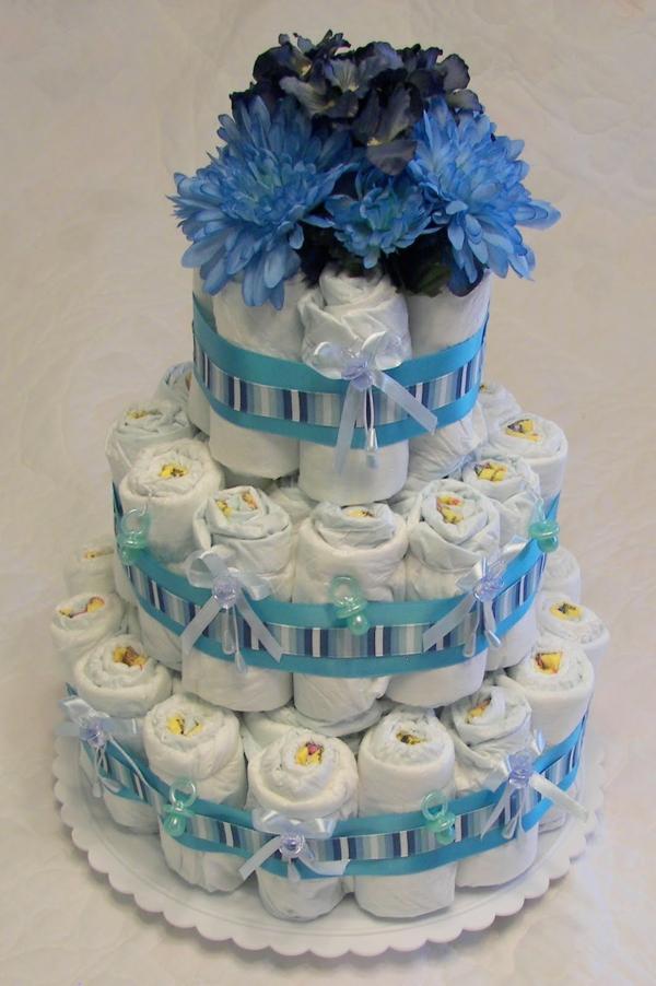 windeltorte basteln anleitung babygeschenke geburt blau blumen