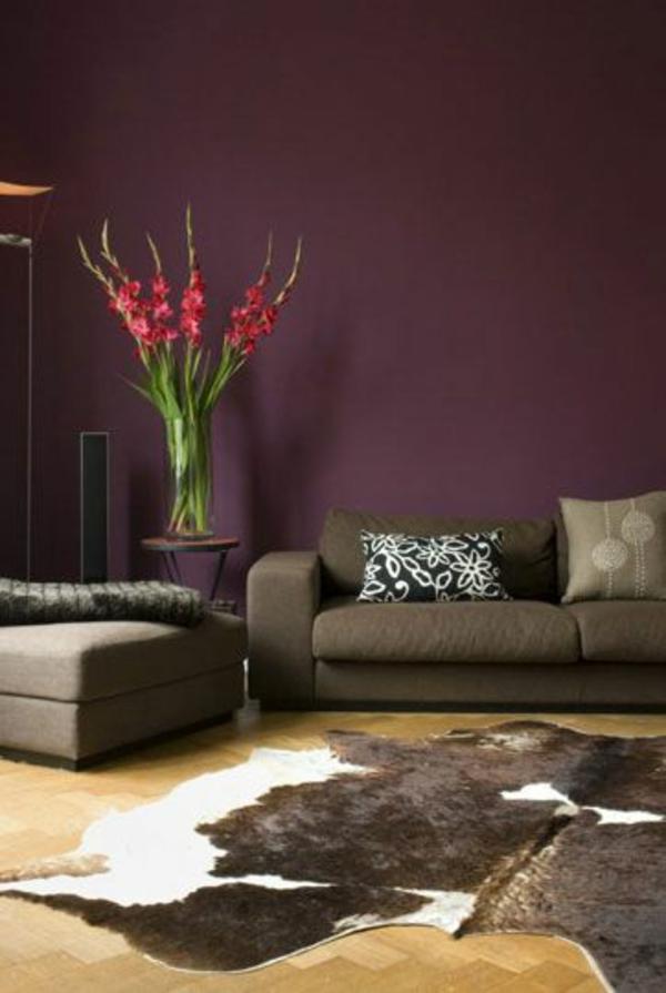 Wohnzimmer kolonialstil wandfarbe : Dunkelblau lässt das Zimmer ...