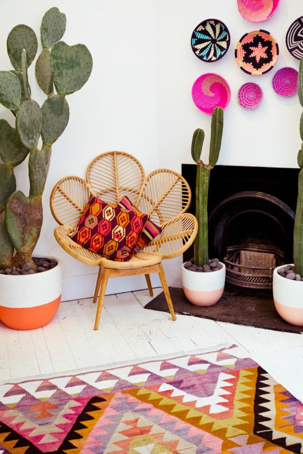 wohnzimmer einrichtungsideen rattan möbel flechtstuhl dekokissen
