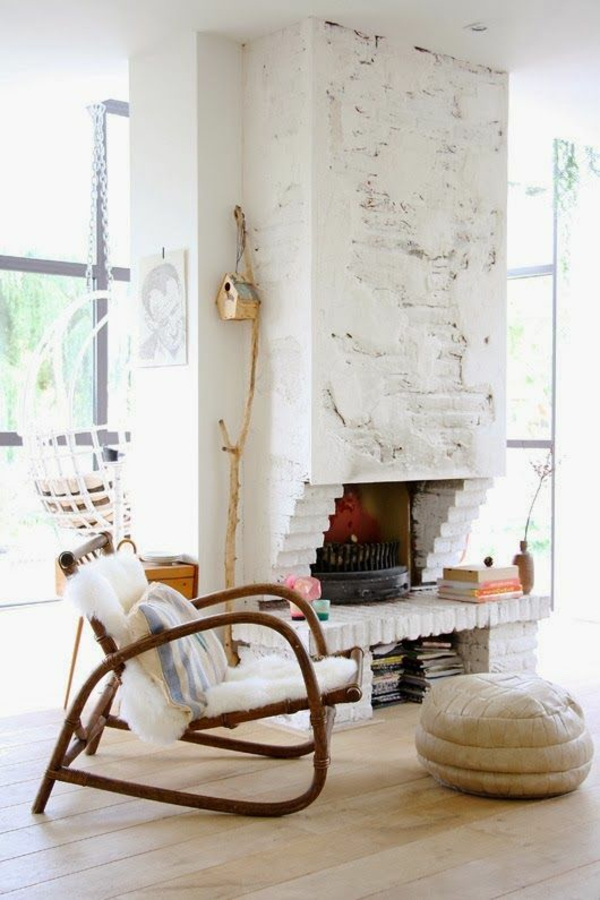 wohnzimmer einrichtungsideen rattanmöbel kamin sitzkissen